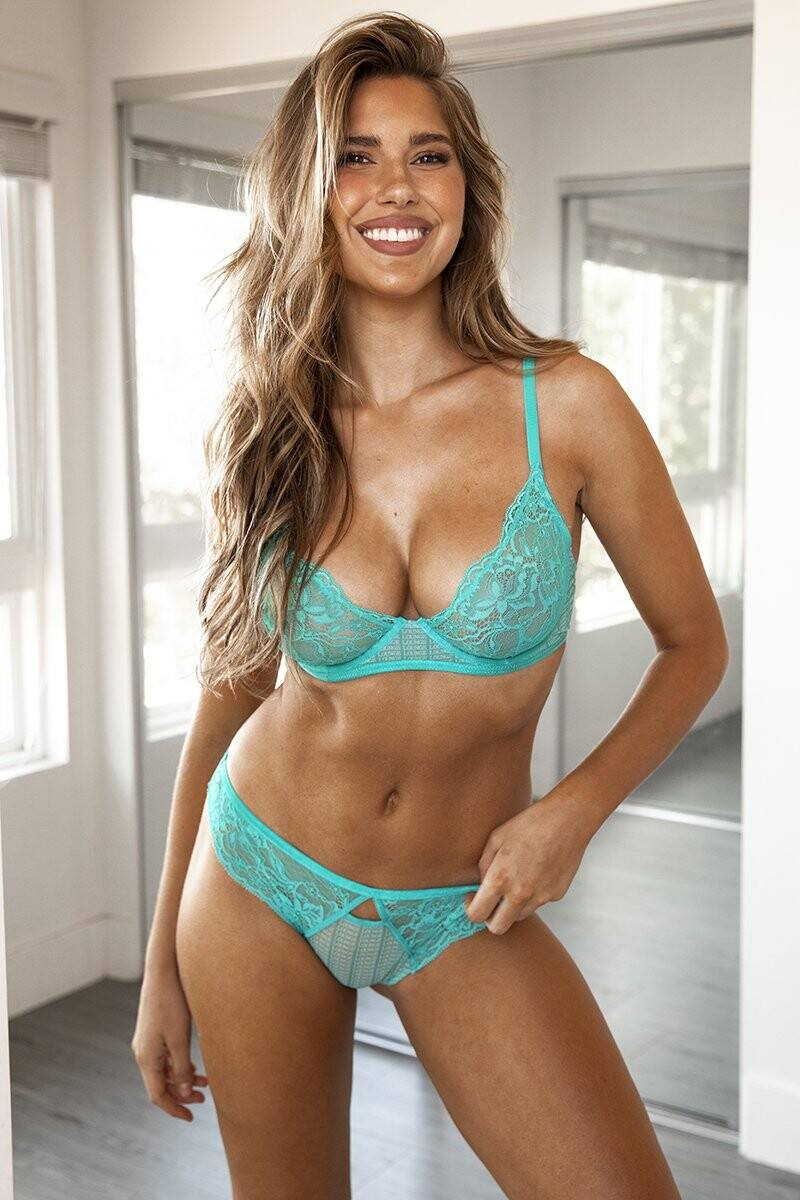 Kara Del Toro – Spectacular Boobs And Ass For Lounge Underwear Photoshoot 0023