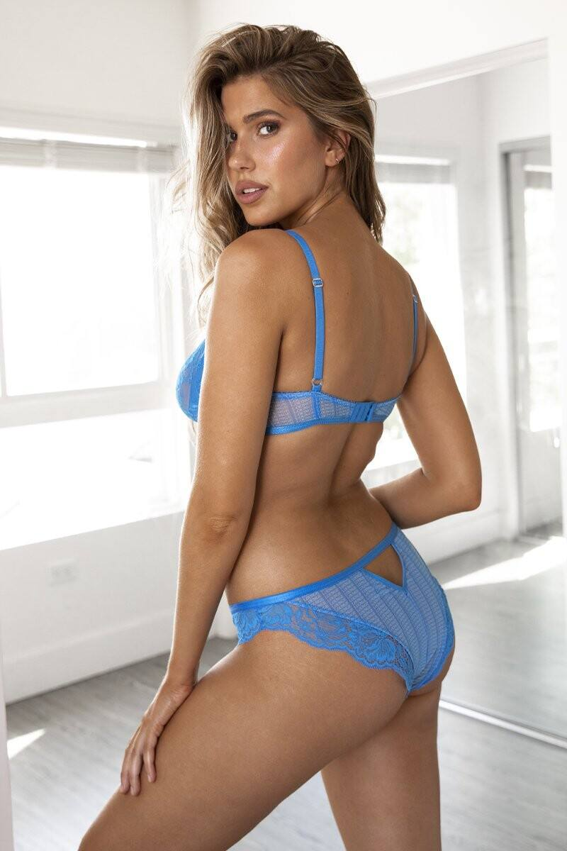 Kara Del Toro – Spectacular Boobs And Ass For Lounge Underwear Photoshoot 0035