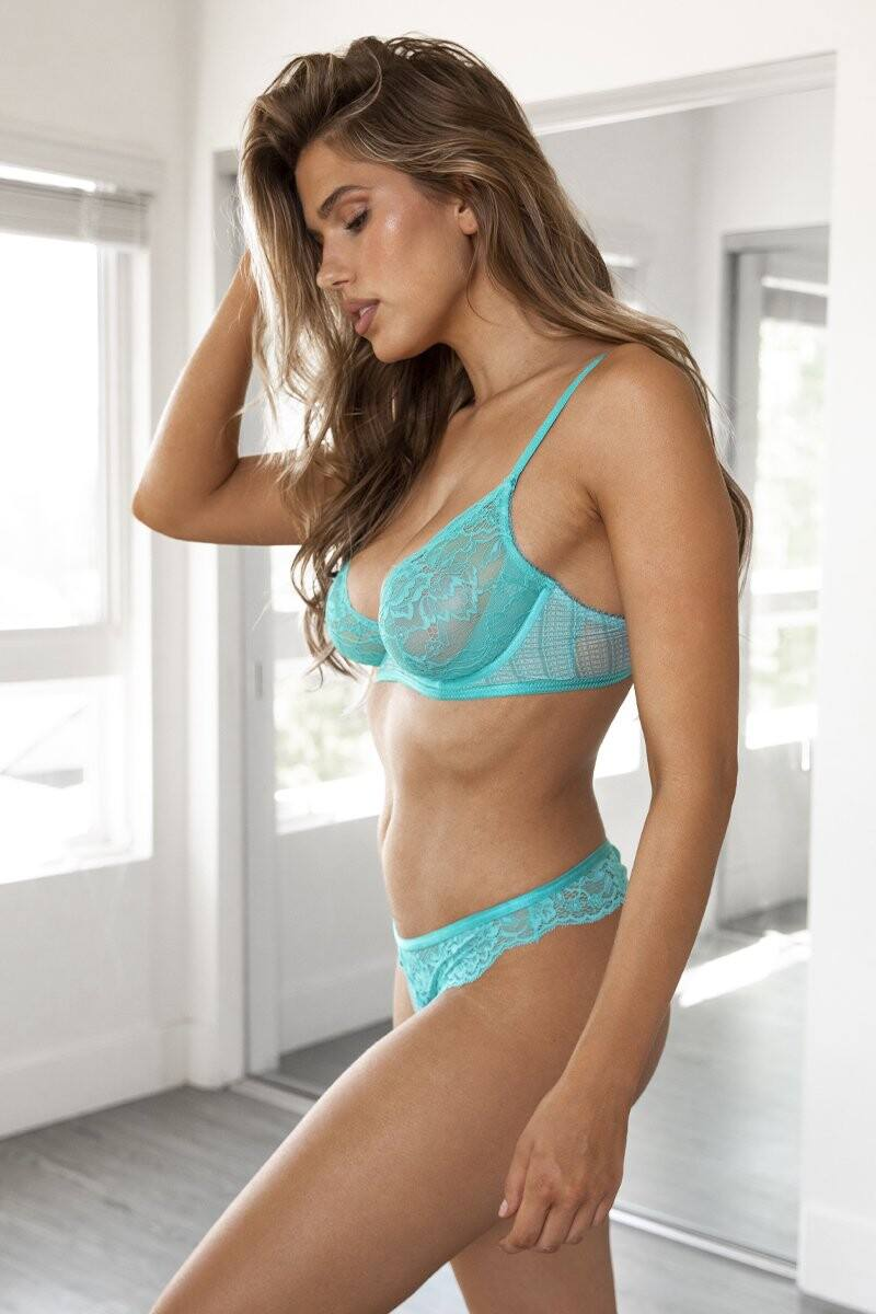 Kara Del Toro – Spectacular Boobs And Ass For Lounge Underwear Photoshoot 0044