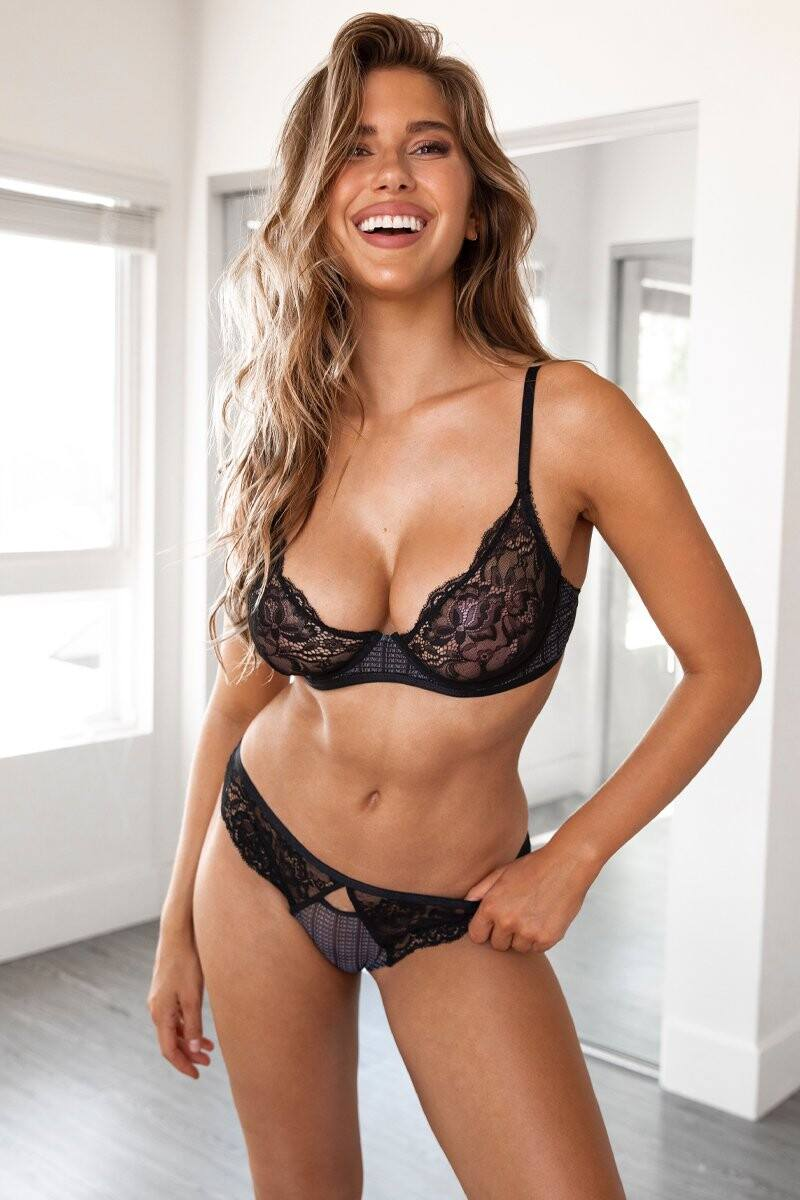Kara Del Toro – Spectacular Boobs And Ass For Lounge Underwear Photoshoot 0047