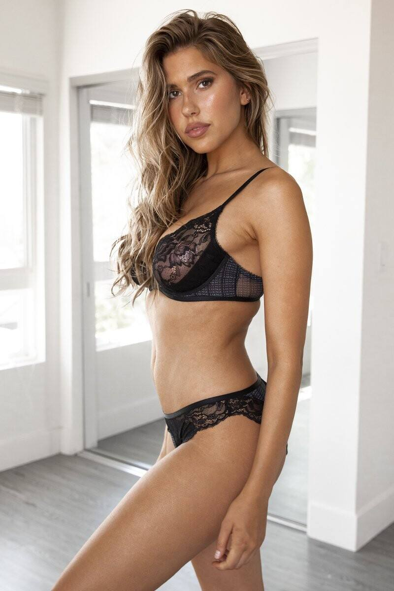 Kara Del Toro – Spectacular Boobs And Ass For Lounge Underwear Photoshoot 0049