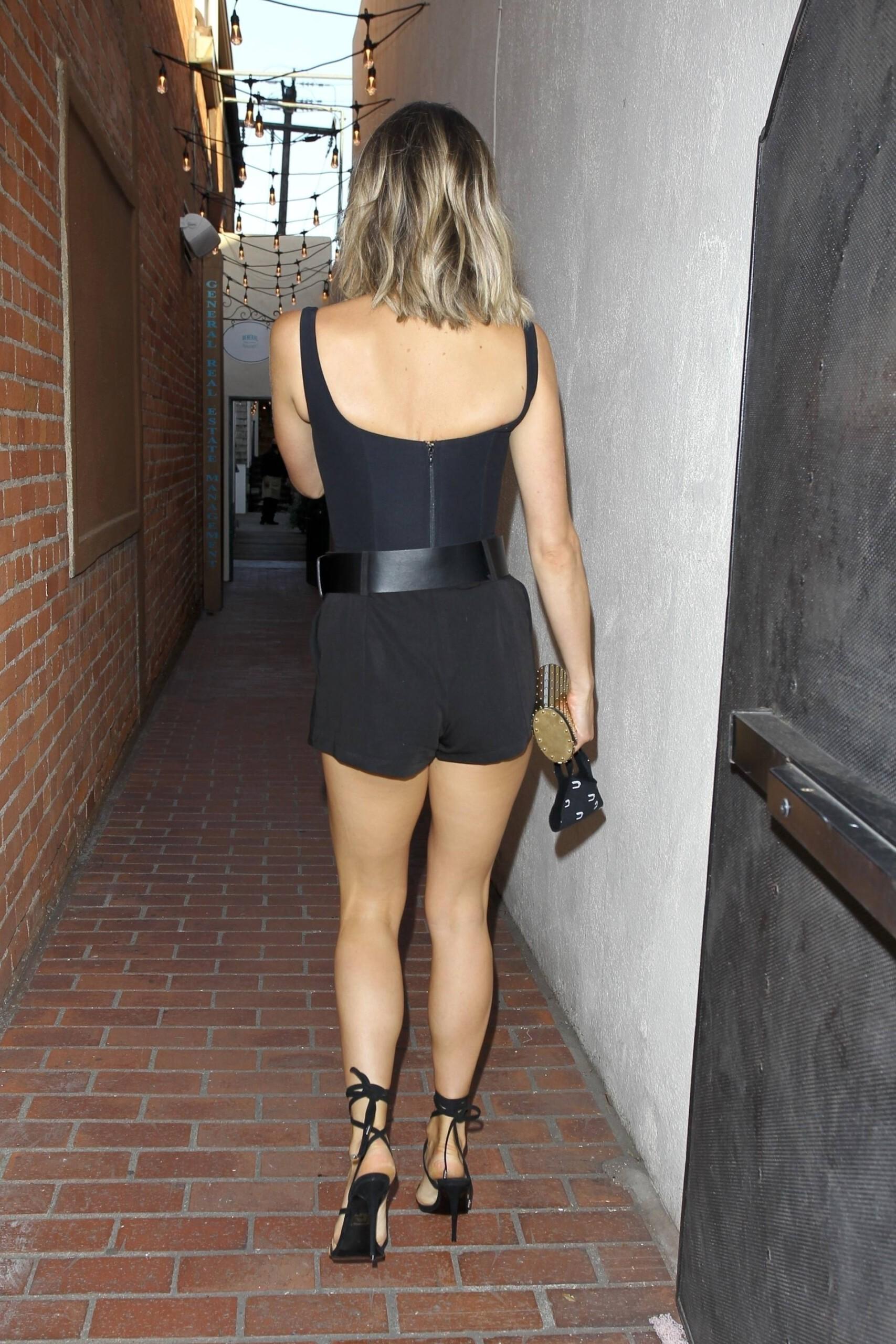 Kristin Cavallari – Sexy Legs And Beautiful Cleavage At Fia In Santa Monica 0010