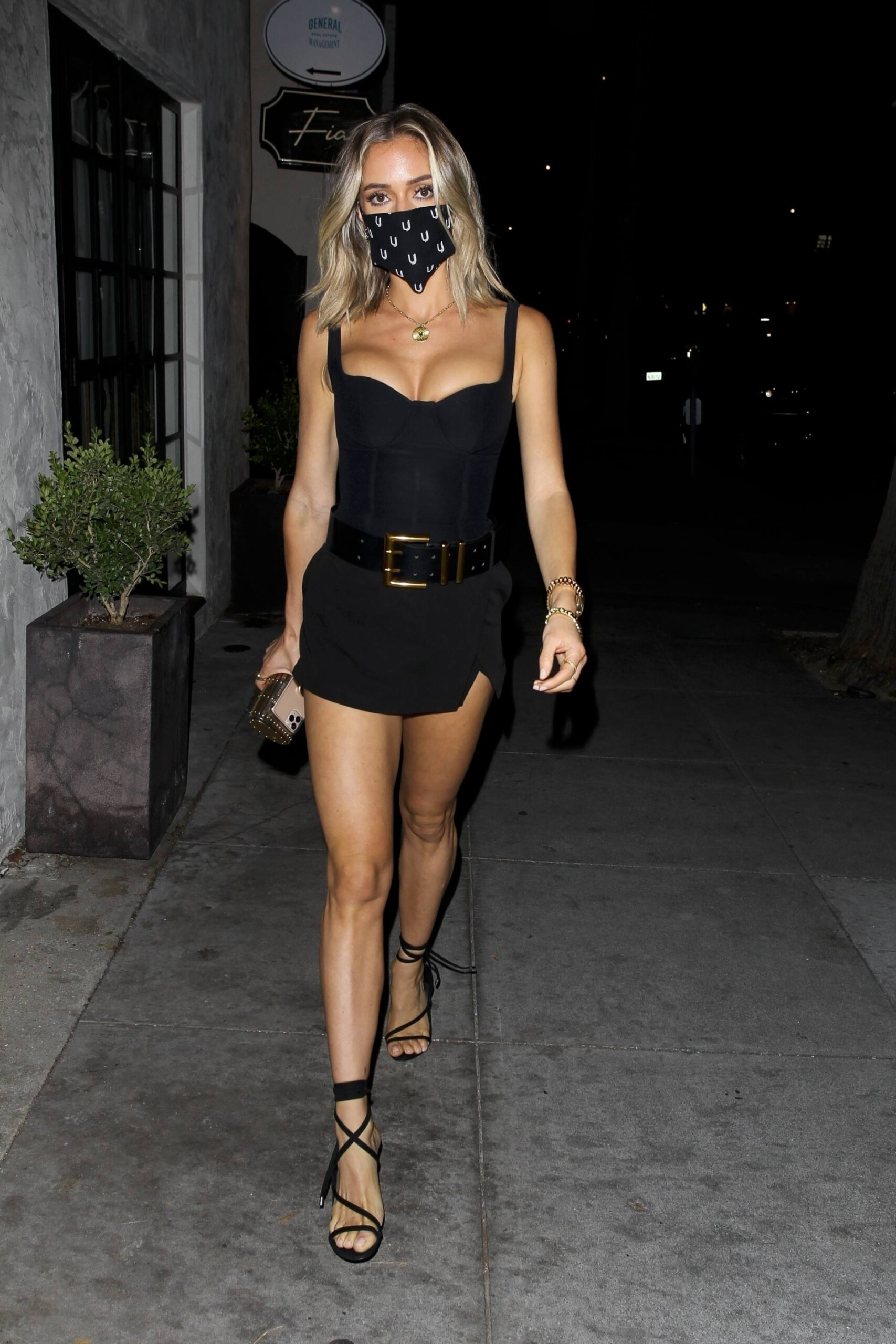 Kristin Cavallari – Sexy Legs And Beautiful Cleavage At Fia In Santa Monica 0016