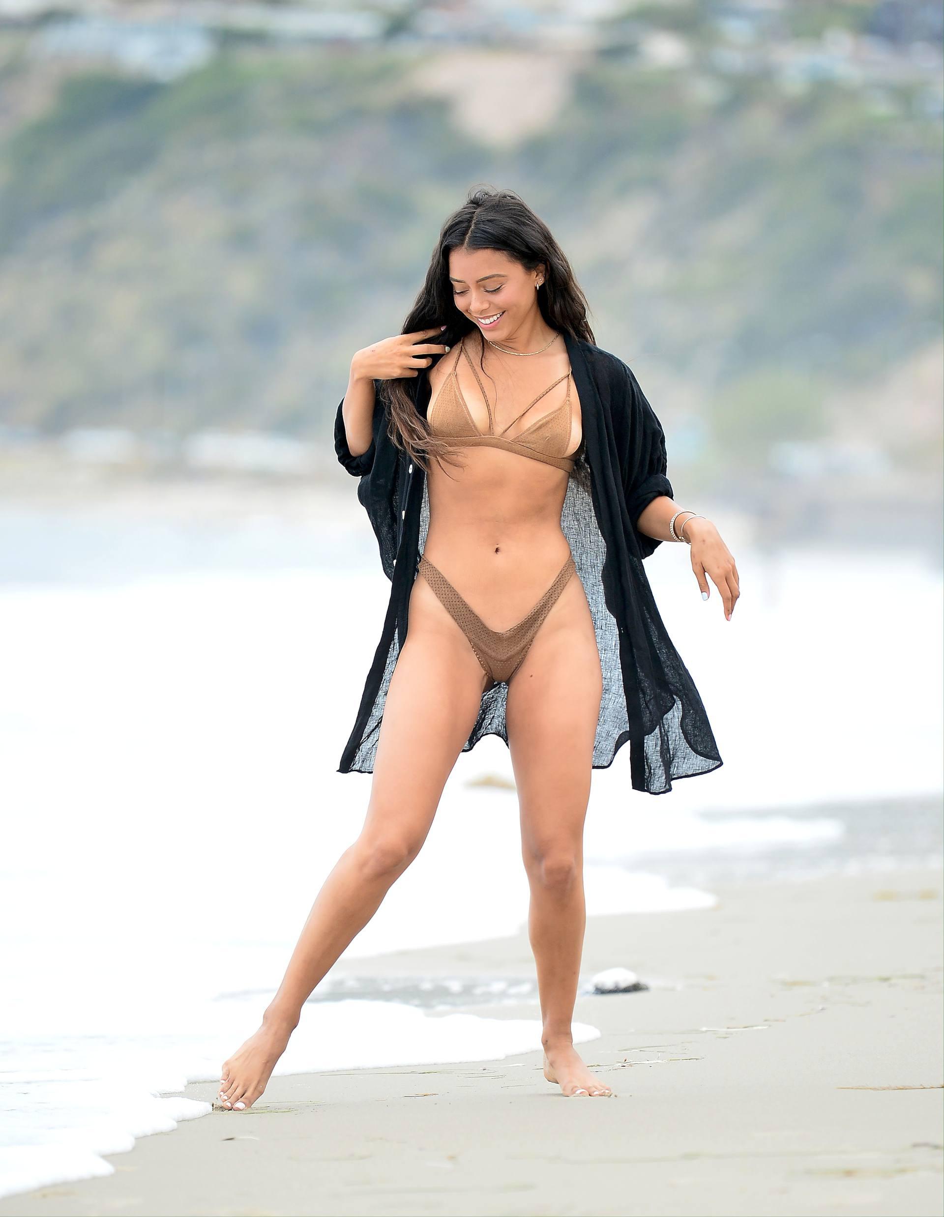 Michelle Hayden – Sexy Body In Tiny Bikini On The Beach In Malibu 0007