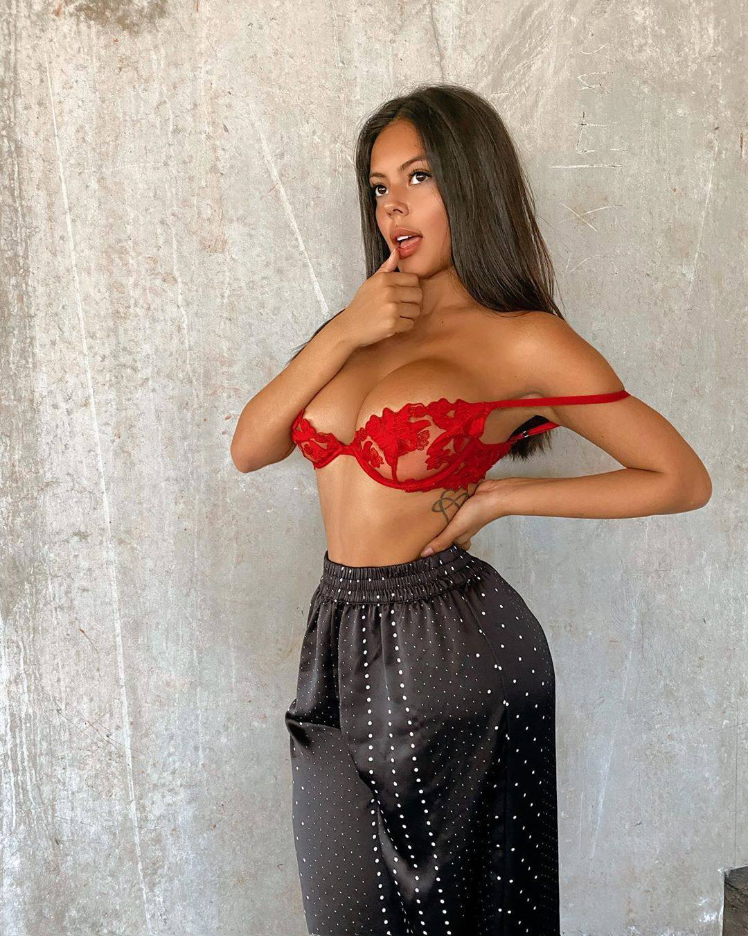 Nicole Borda – Sexy Big Boobs In Red Bra Photoshoot 0003