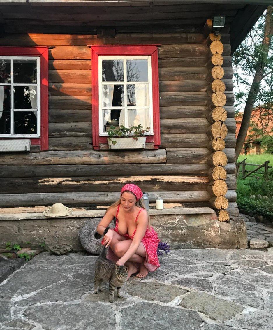 Olga Kobzar Bugs Bunny Gf Nudes Leaks 0042