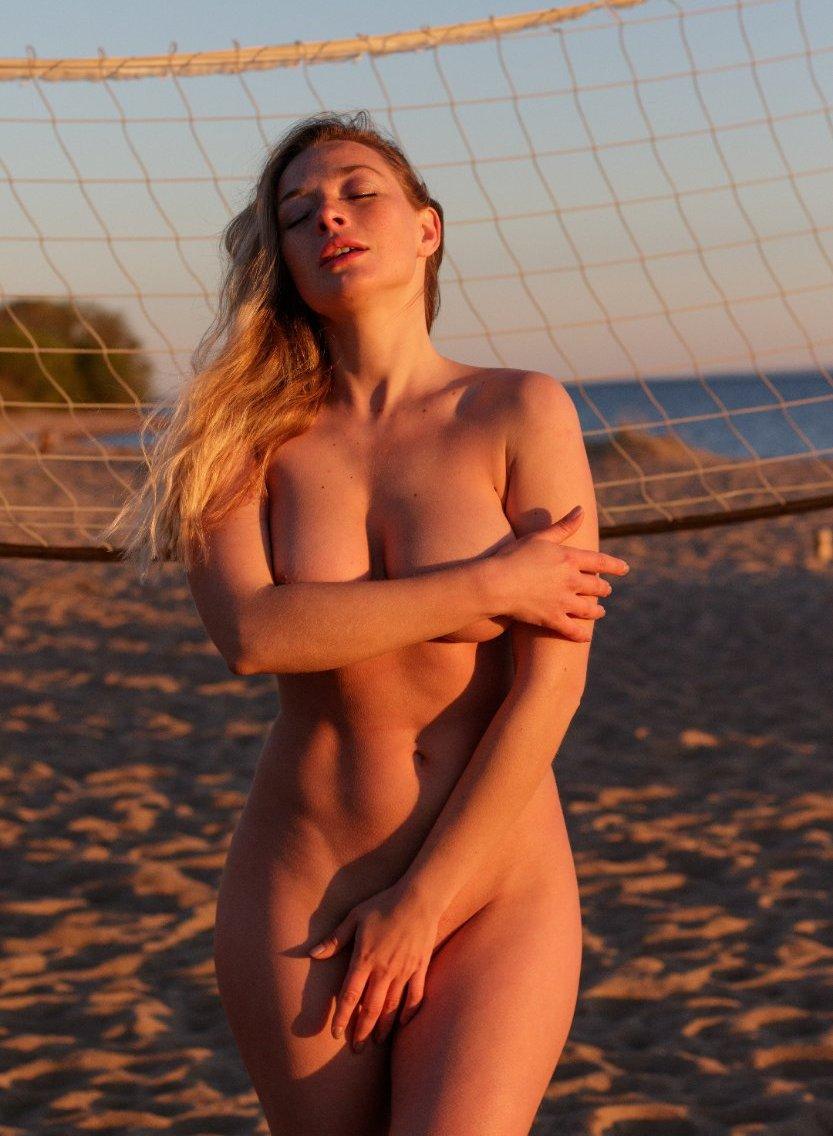 Olga Kobzar Bugs Bunny Gf Nudes Leaks 0068