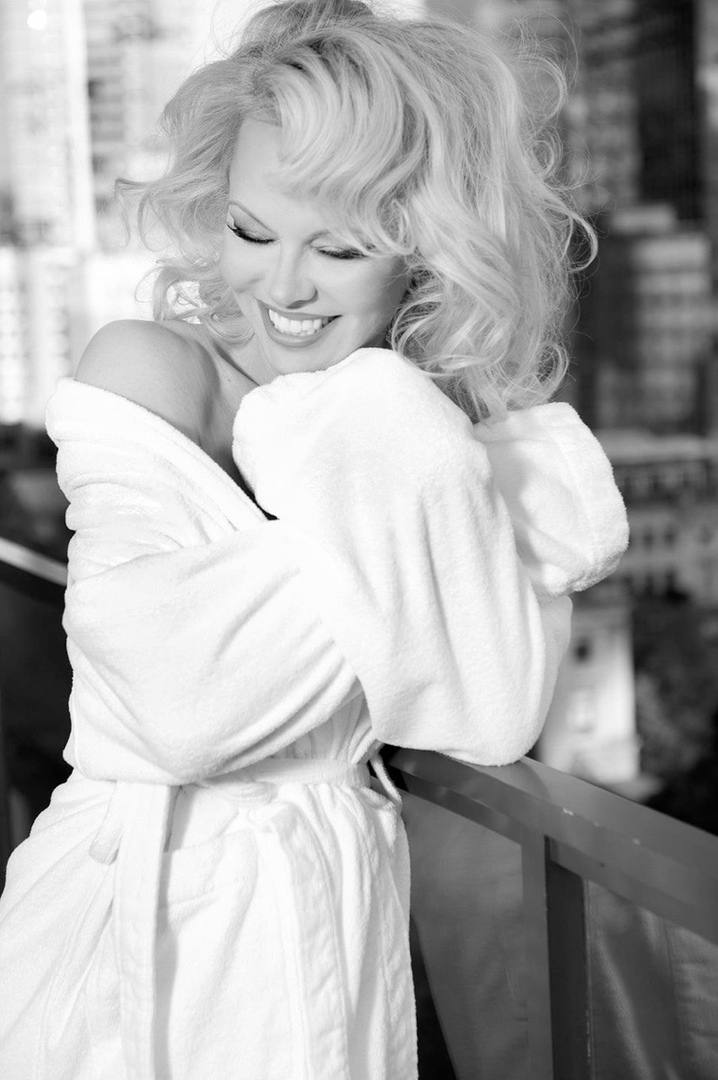 Pamela Anderson – Hot Big Boobs In Naked Photoshoot By Gordan Dumka (nsfw) 0002