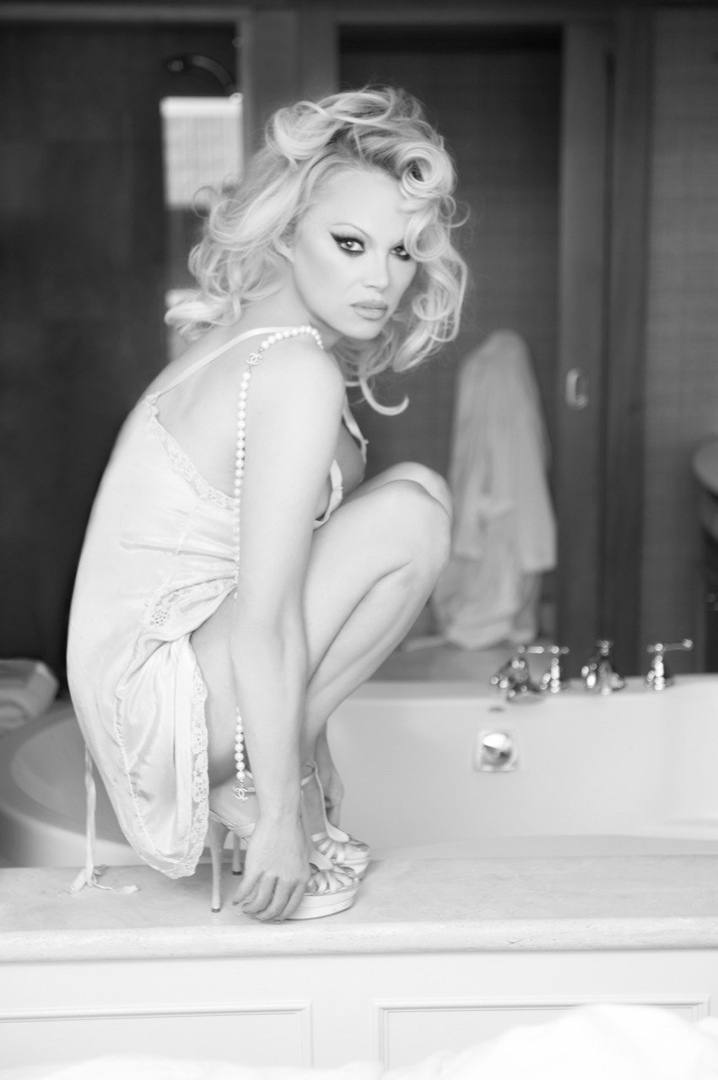 Pamela Anderson – Hot Big Boobs In Naked Photoshoot By Gordan Dumka (nsfw) 0005