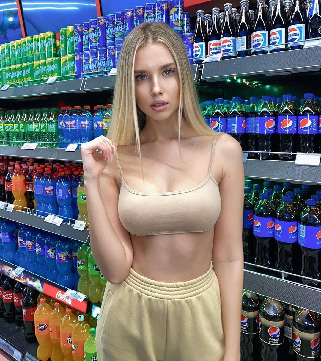 Polina Malinovskaya – Beautiful Big Boobs In Sexy Instagram Pics 0010