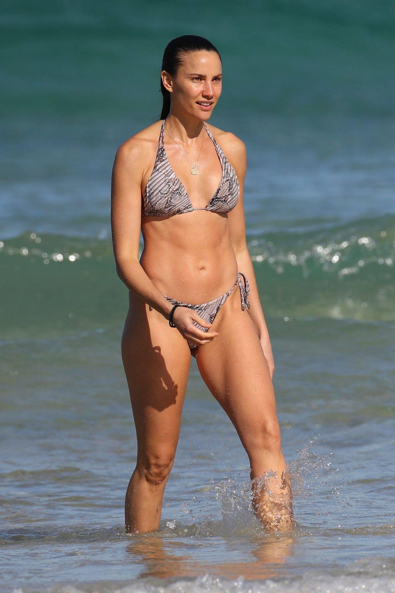Rachael Finch – Hot Body In Sexy Bikini At The Bondi Beach In Sydney 0007