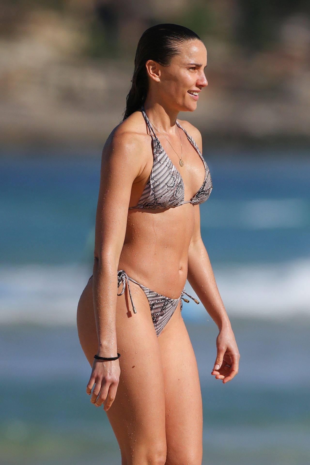 Rachael Finch – Hot Body In Sexy Bikini At The Bondi Beach In Sydney 0013