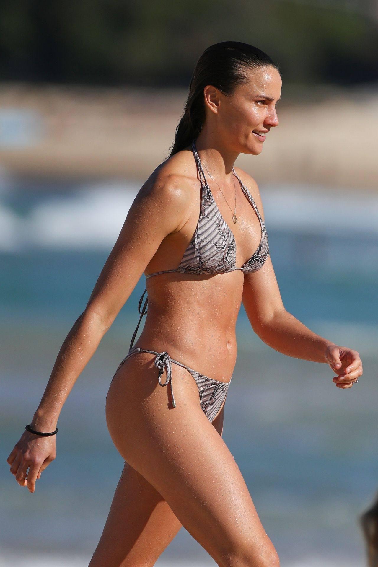 Rachael Finch – Hot Body In Sexy Bikini At The Bondi Beach In Sydney 0016