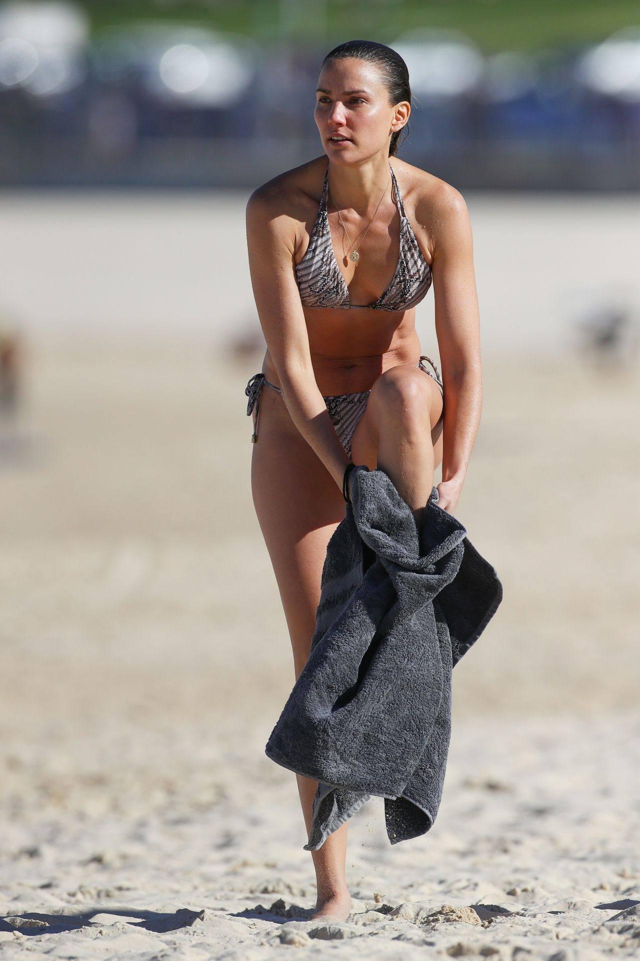 Rachael Finch – Hot Body In Sexy Bikini At The Bondi Beach In Sydney 0023