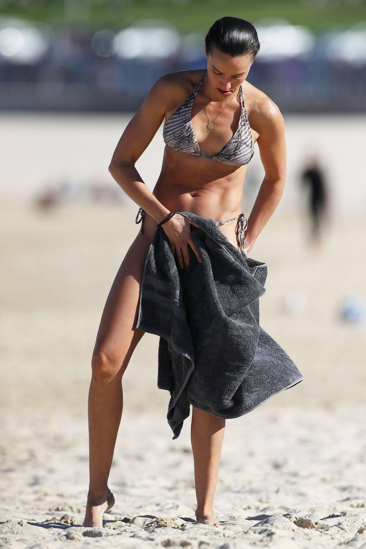 Rachael Finch – Hot Body In Sexy Bikini At The Bondi Beach In Sydney 0024