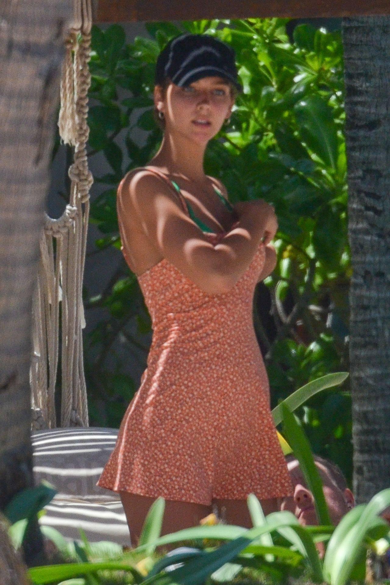 Rachel Cook – Beautiful Ass In Thong Bikini In Mexico 0002
