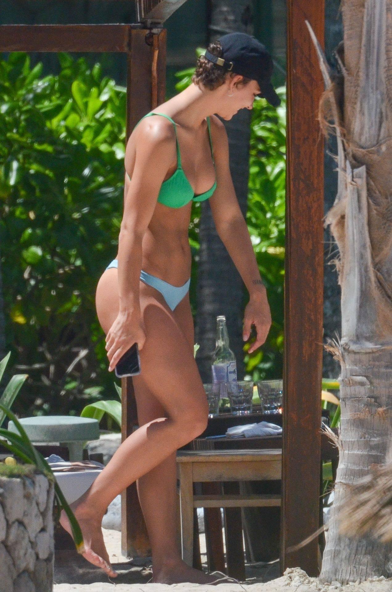 Rachel Cook – Beautiful Ass In Thong Bikini In Mexico 0009