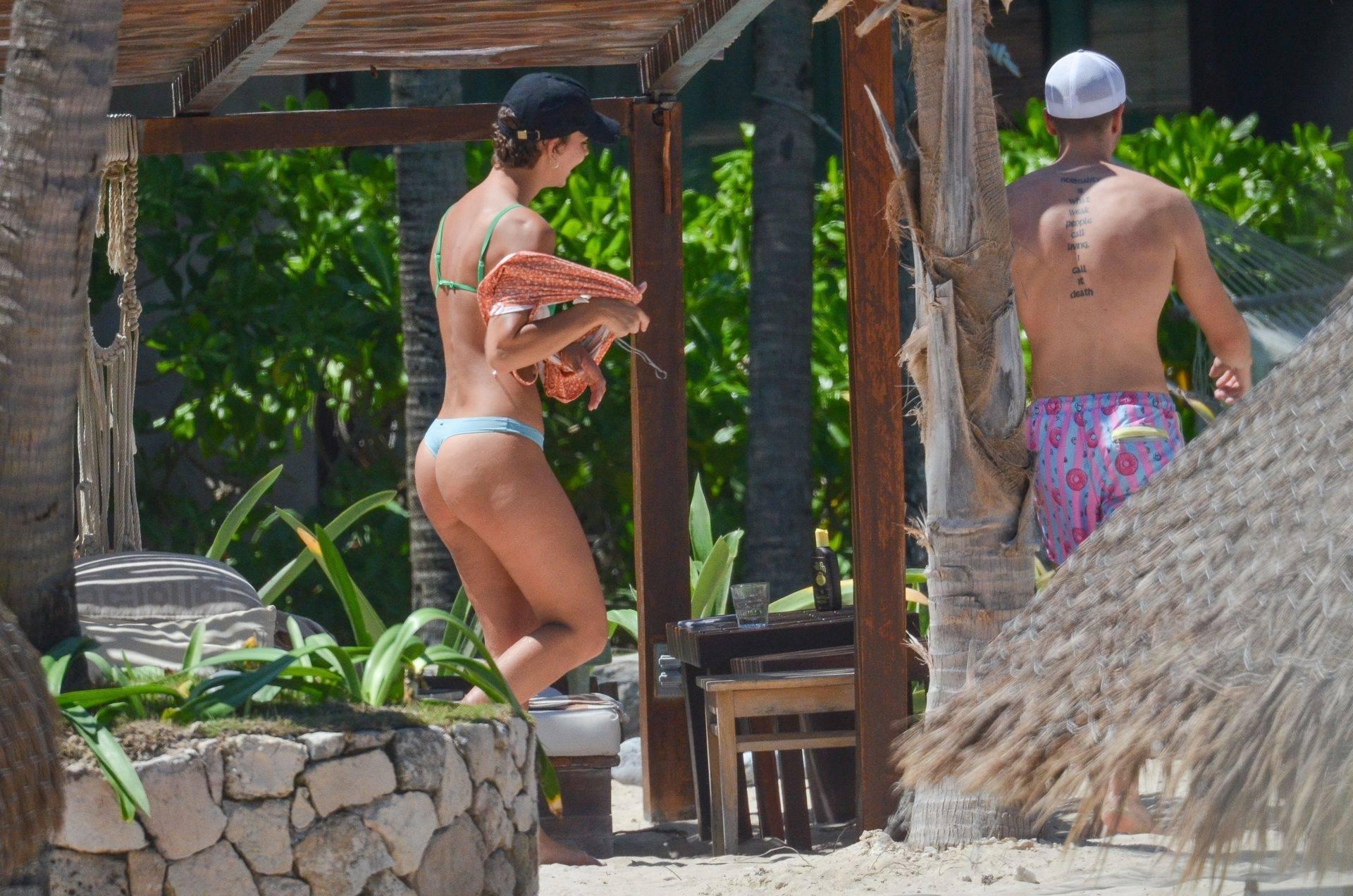 Rachel Cook – Beautiful Ass In Thong Bikini In Mexico 0012