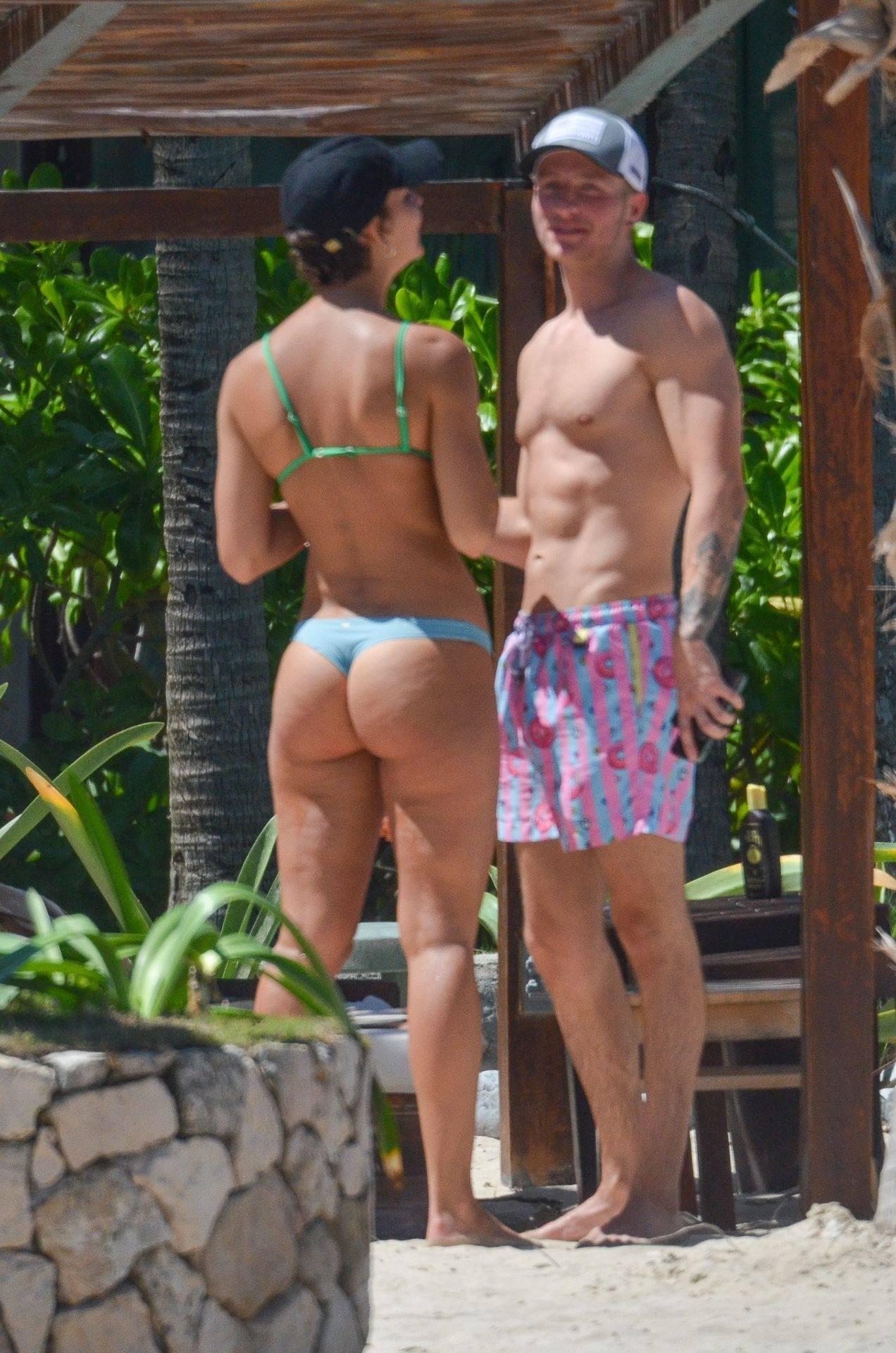 Rachel Cook – Beautiful Ass In Thong Bikini In Mexico 0018