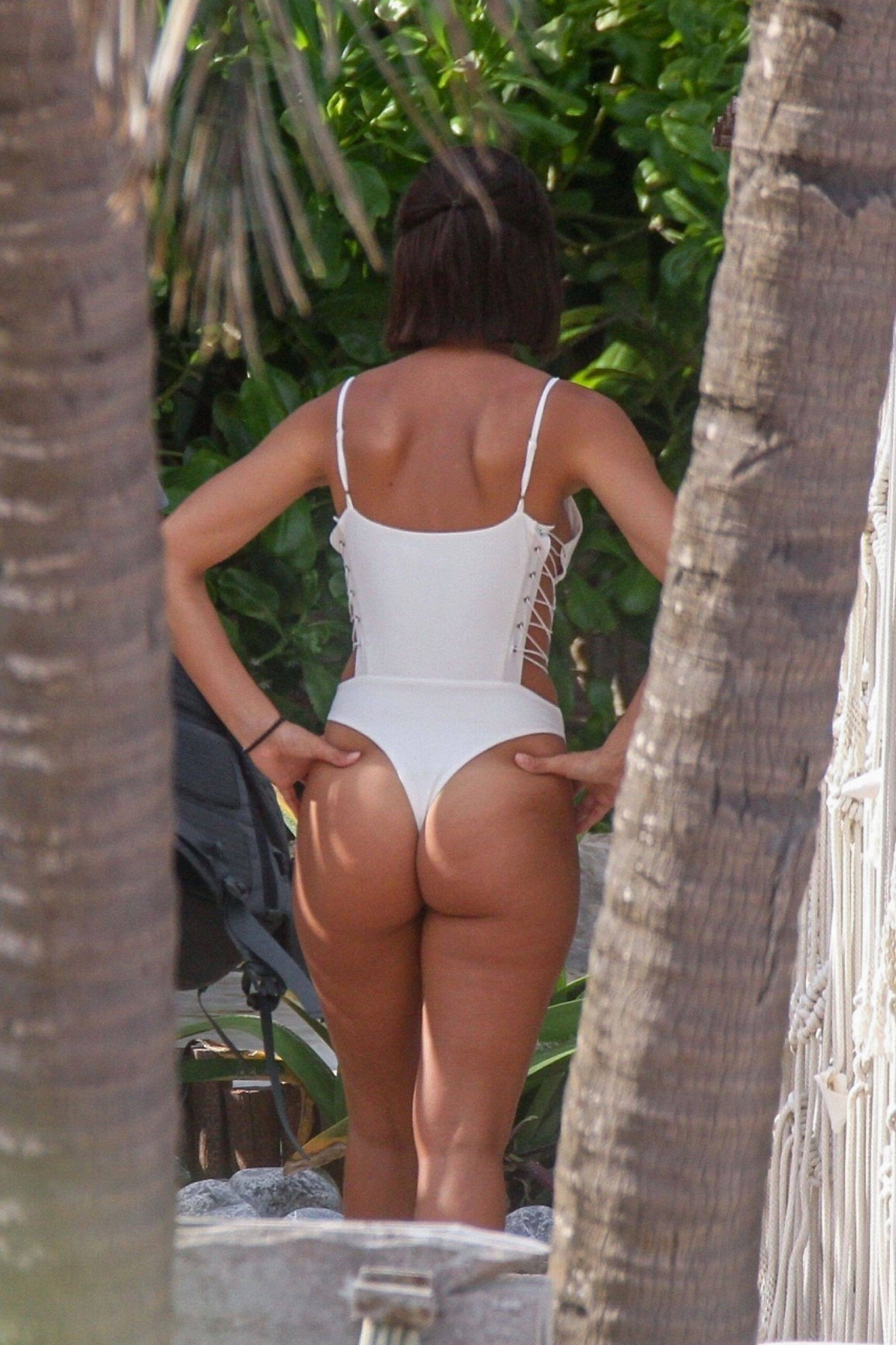 Rachel Cook – Hot Ass In Thong Swimsuit At The Beach In Tulum 0001