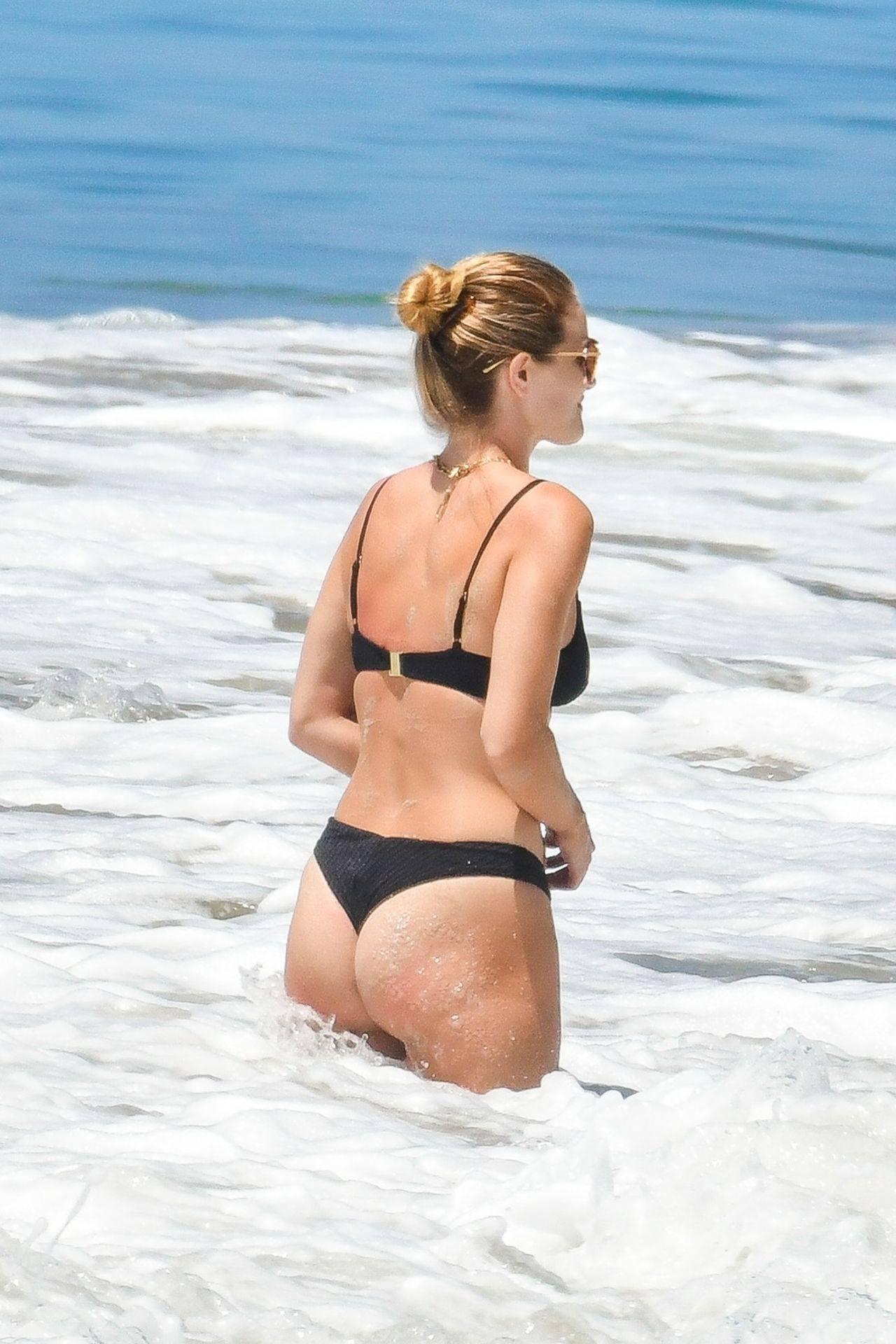 Rosie Huntington Whiteley – Beautiful Ass In Thong Bikini In Malibu 0004