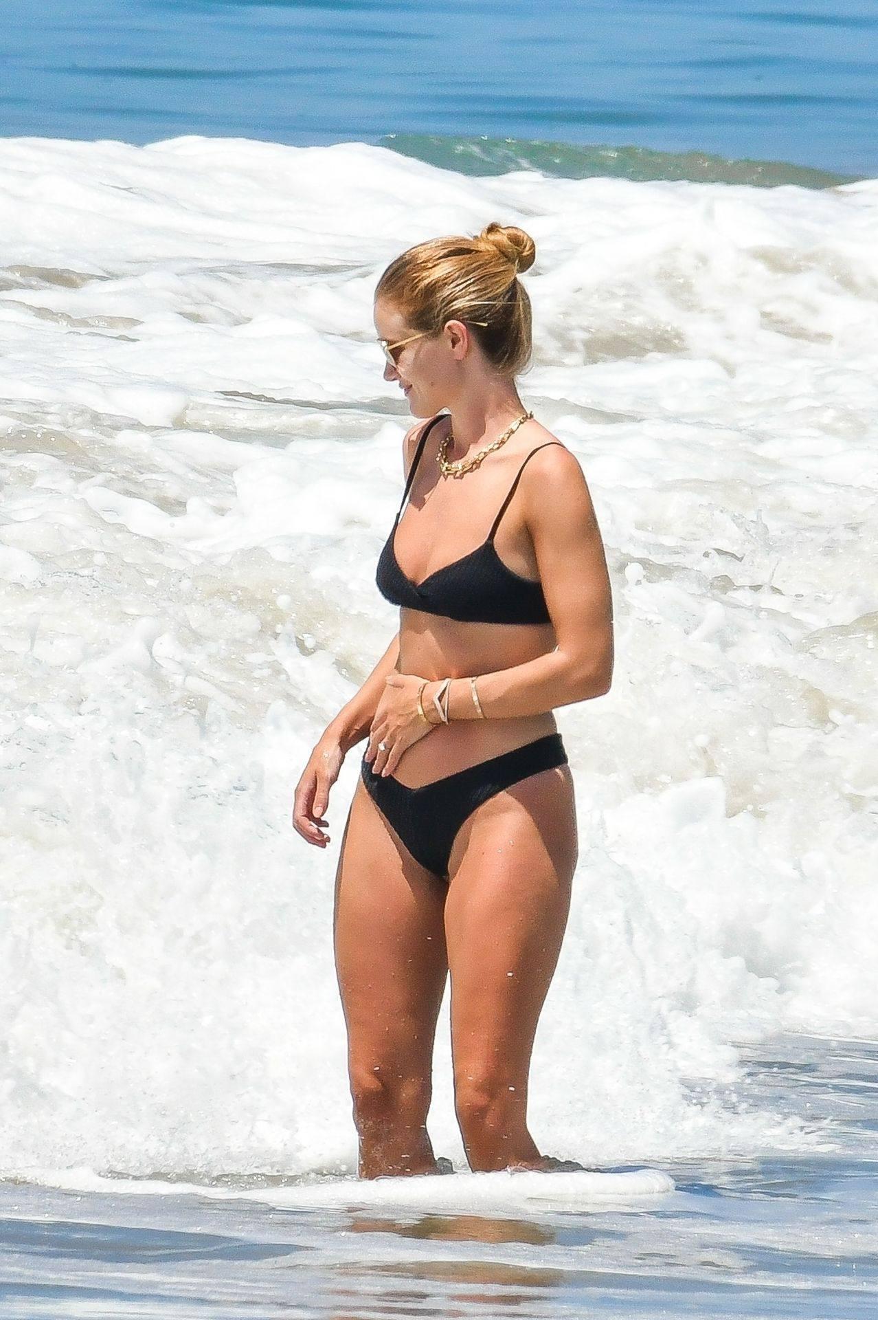 Rosie Huntington Whiteley – Beautiful Ass In Thong Bikini In Malibu 0008