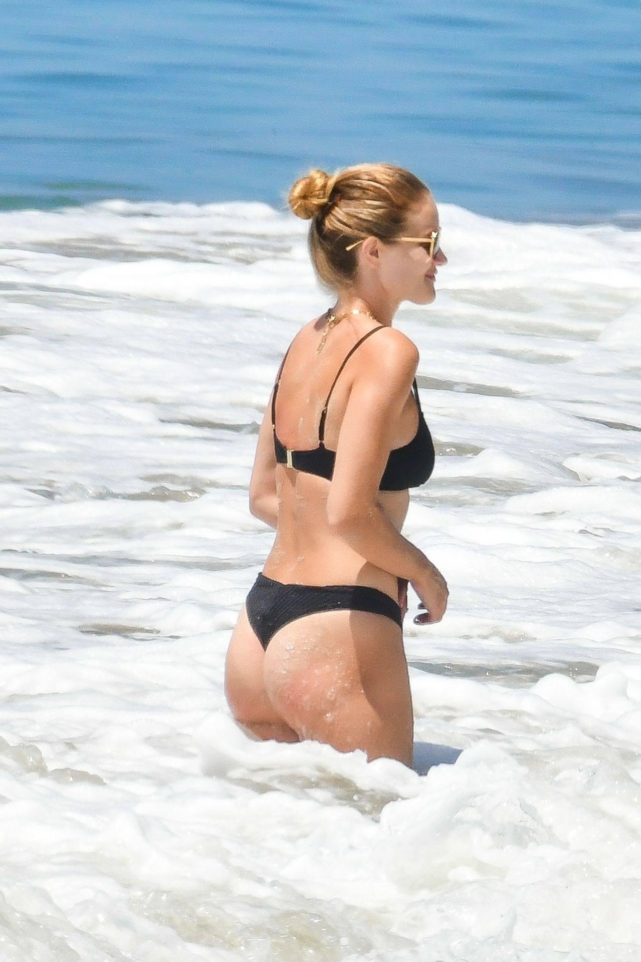 Rosie Huntington Whiteley – Beautiful Ass In Thong Bikini In Malibu 0018