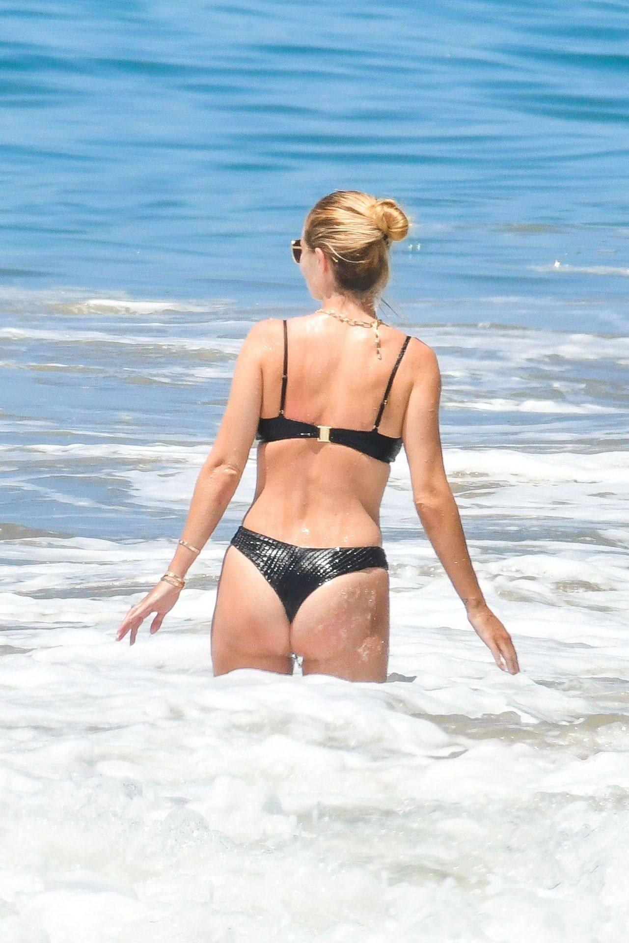 Rosie Huntington Whiteley – Beautiful Ass In Thong Bikini In Malibu 0019