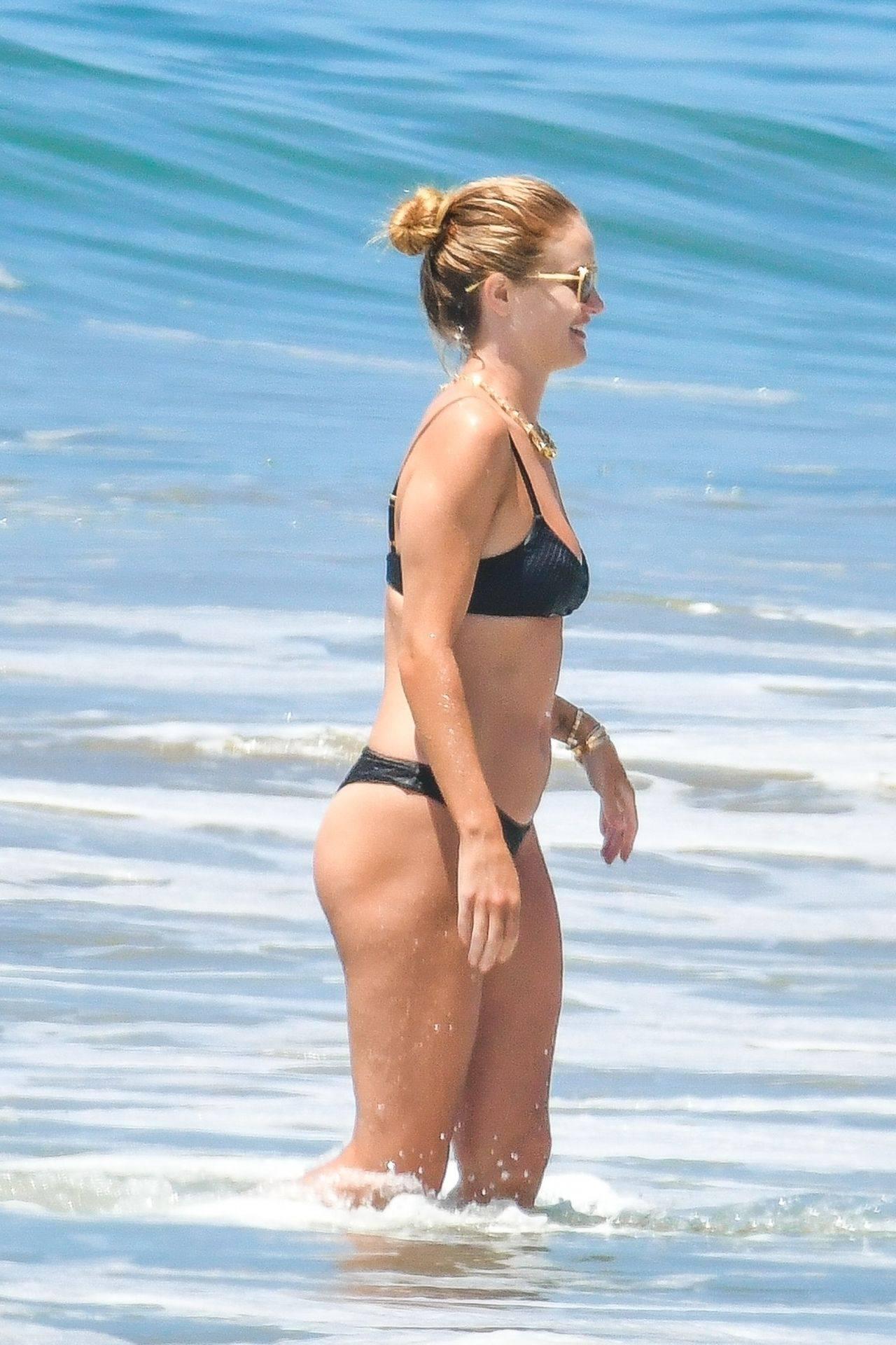 Rosie Huntington Whiteley – Beautiful Ass In Thong Bikini In Malibu 0024