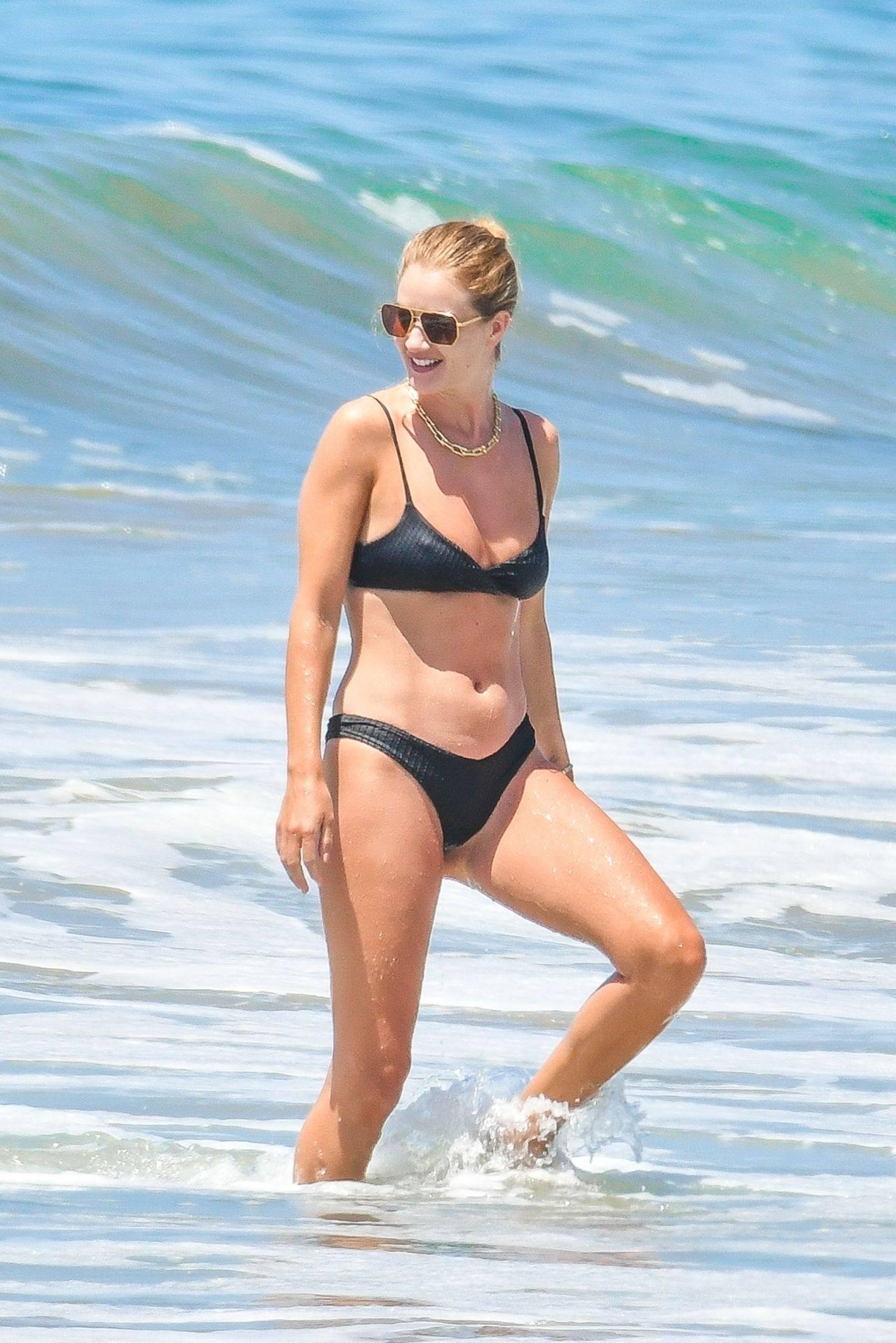 Rosie Huntington Whiteley – Beautiful Ass In Thong Bikini In Malibu 0025