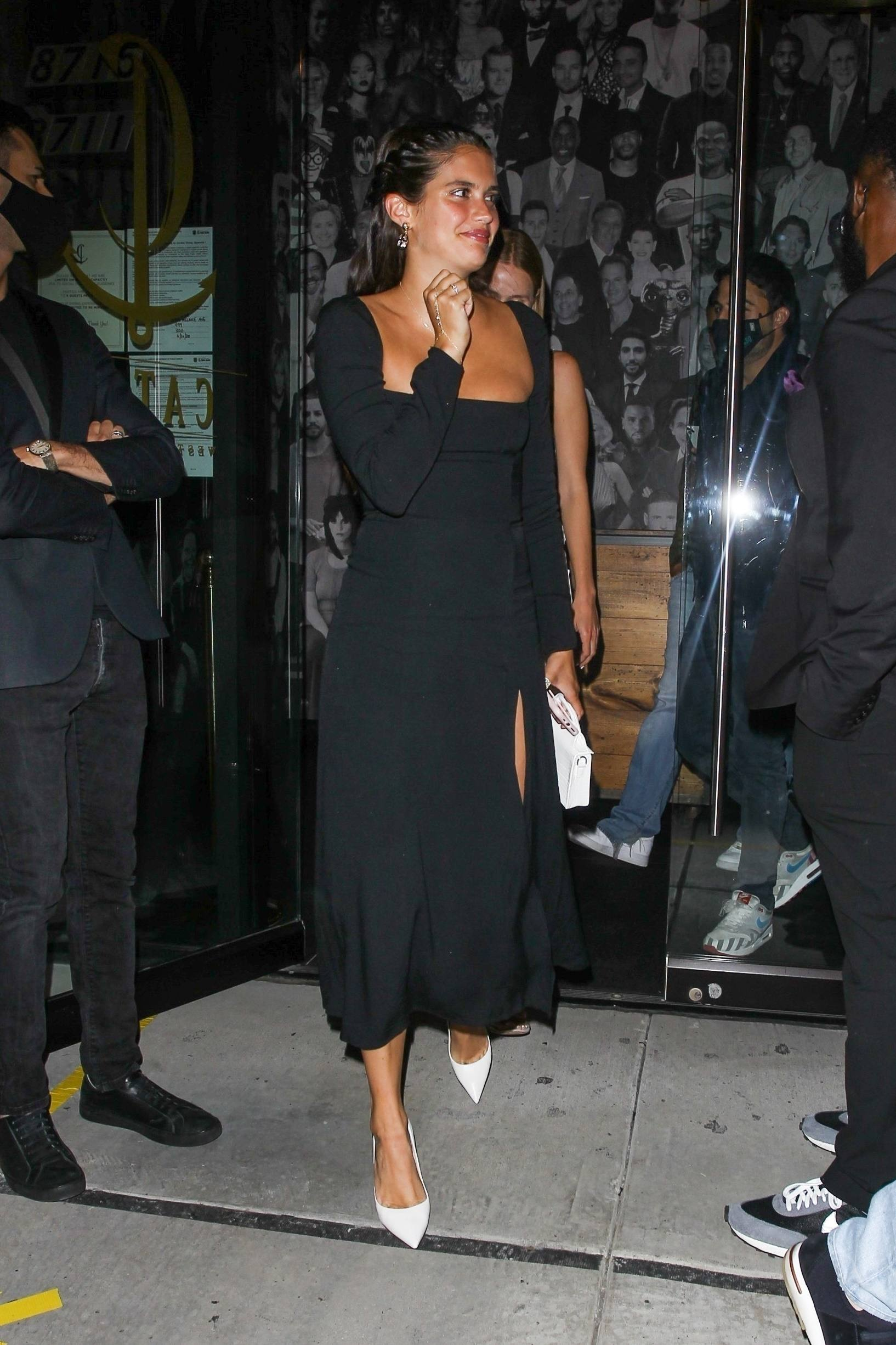Sara Sampaio – Beautiful In Sexy Black Dress At Catch Restaurant In West Hollywood 0005