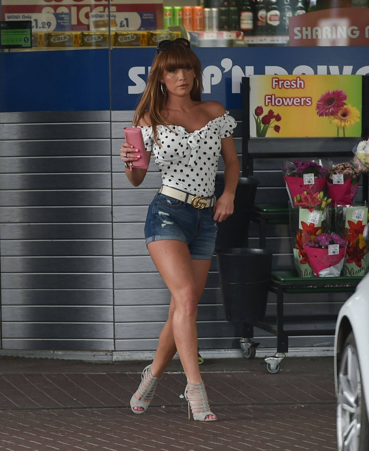 Summer Monteys Fullam – Sexy Legs In Heels And Shorts Out In Canterbury 0009