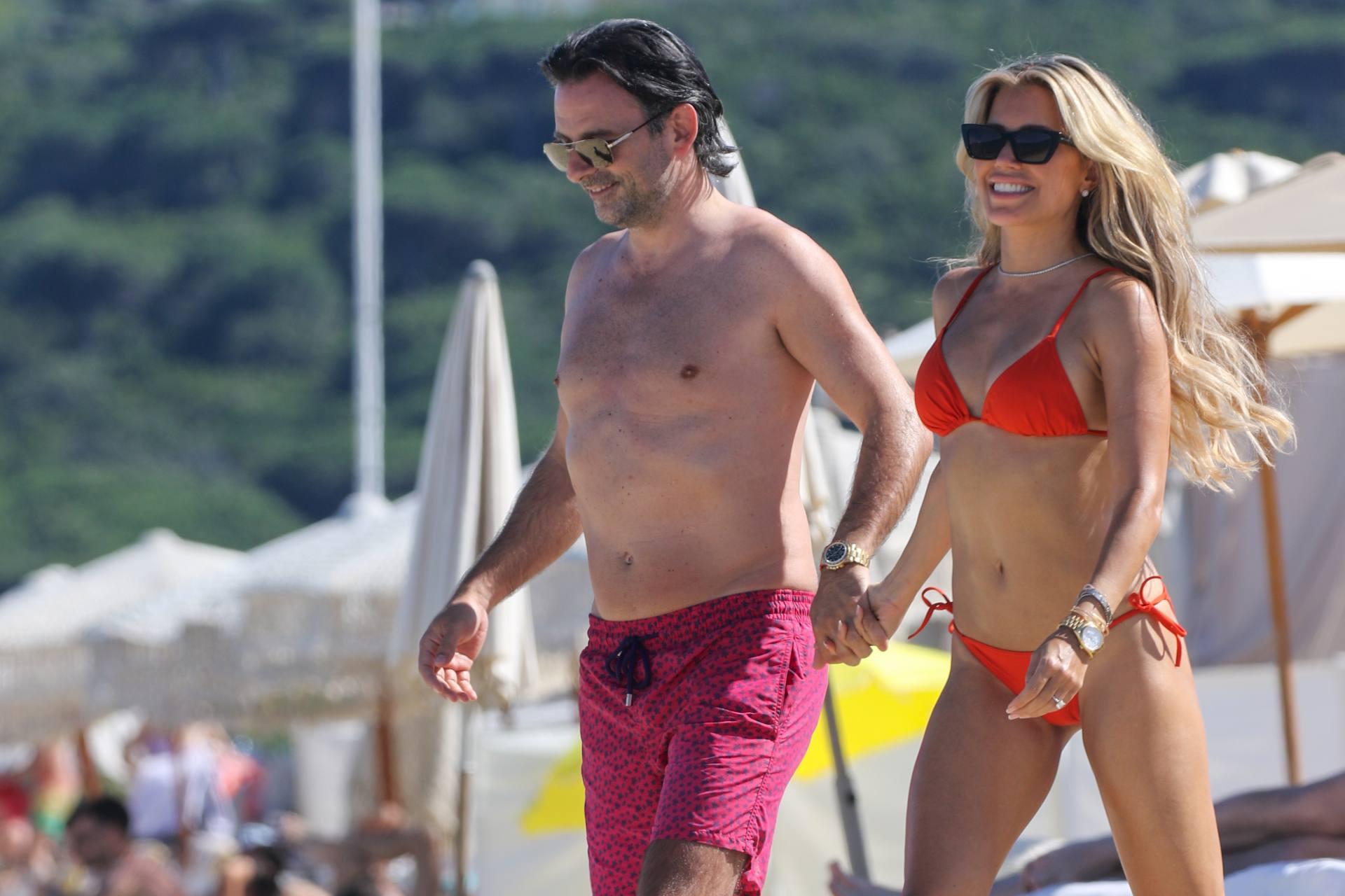 Sylvie Meis – Beautiful Body In Sexy Bikini On The Beach In Saint Tropez 0005