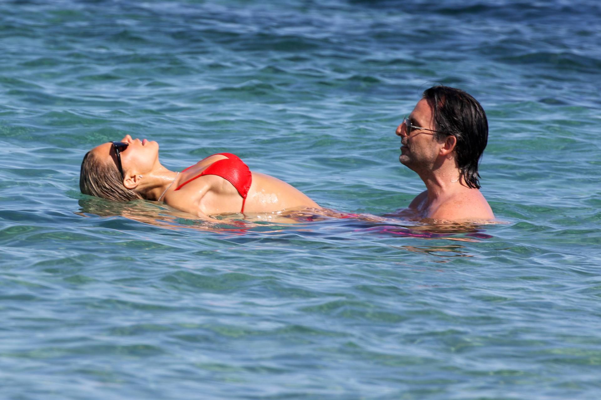 Sylvie Meis – Beautiful Body In Sexy Bikini On The Beach In Saint Tropez 0009
