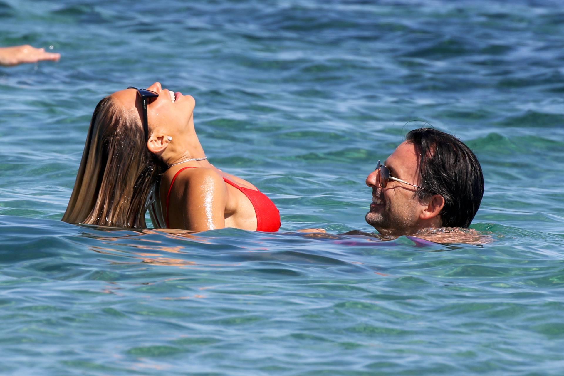 Sylvie Meis – Beautiful Body In Sexy Bikini On The Beach In Saint Tropez 0010