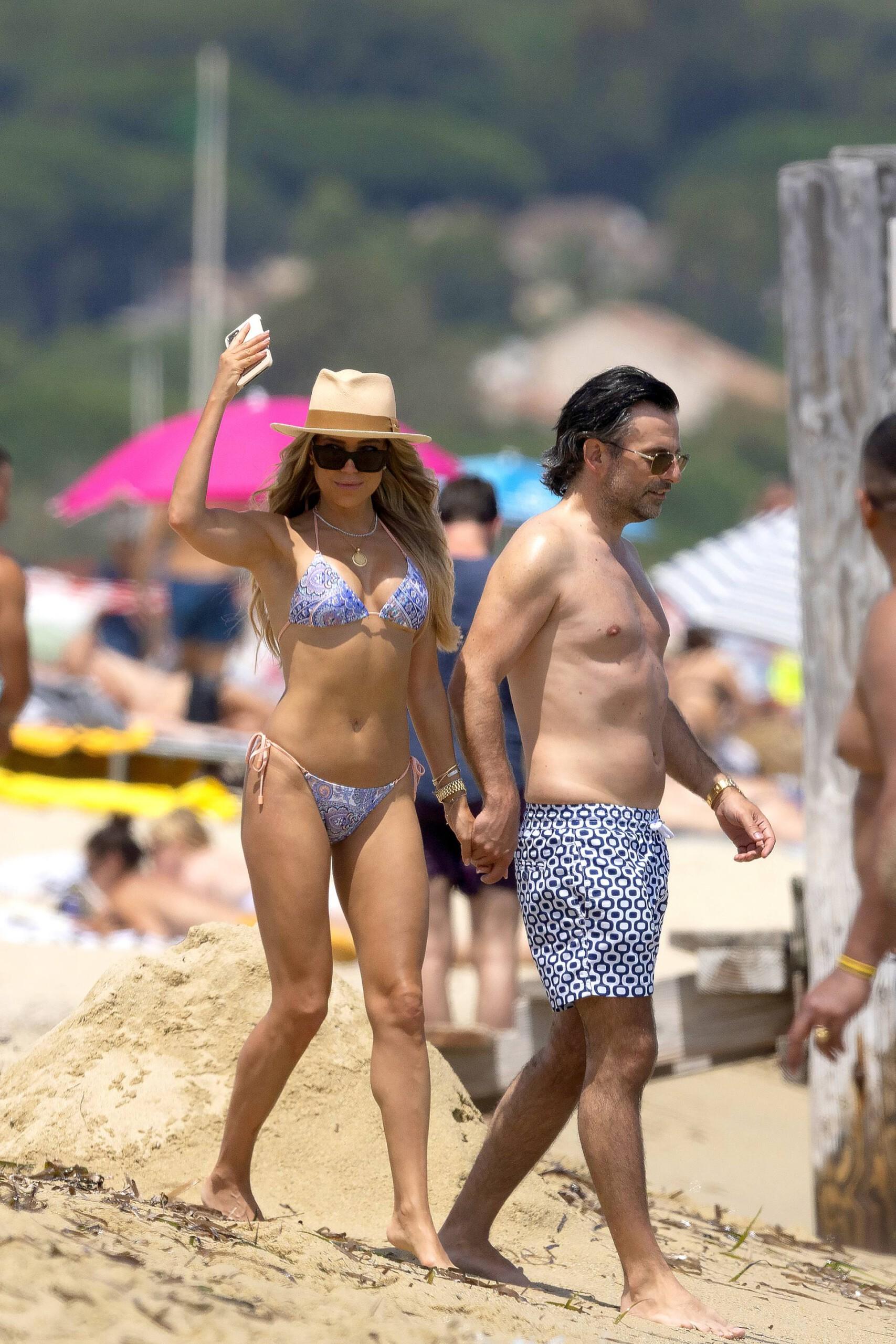 Sylvie Meis – Hot Toned Body In Sexy Bikini On The Beach In Saint Tropez 0002