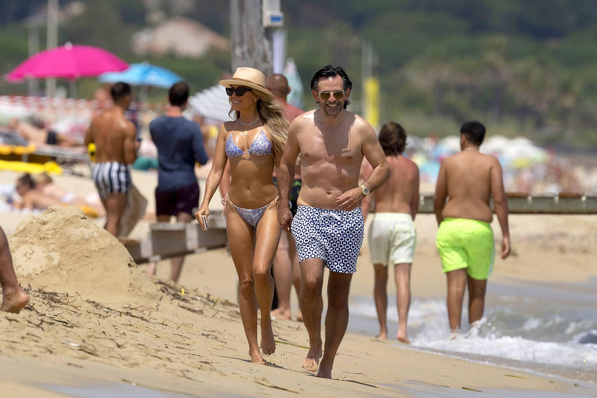 Sylvie Meis – Hot Toned Body In Sexy Bikini On The Beach In Saint Tropez 0004