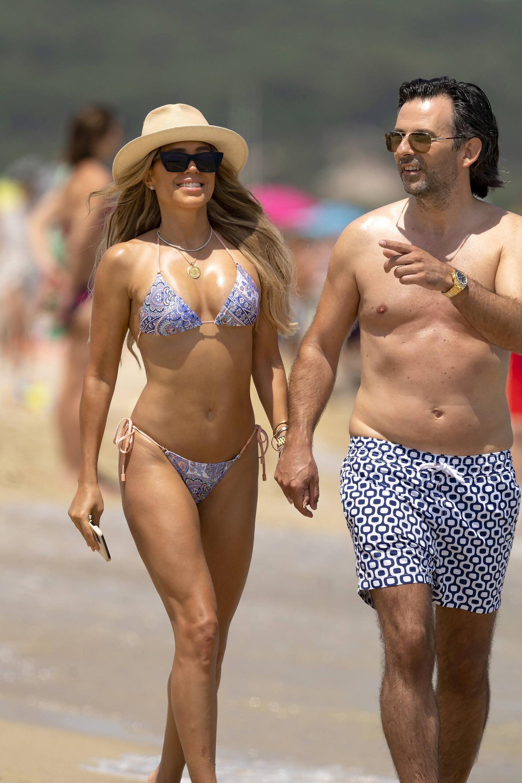 Sylvie Meis – Hot Toned Body In Sexy Bikini On The Beach In Saint Tropez 0008