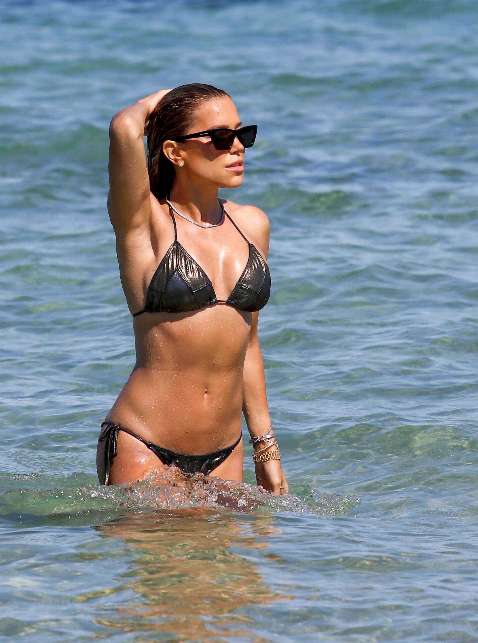 Sylvie Meis – Sexy Boobs In Bikini On The Beach In Saint Tropez 0005