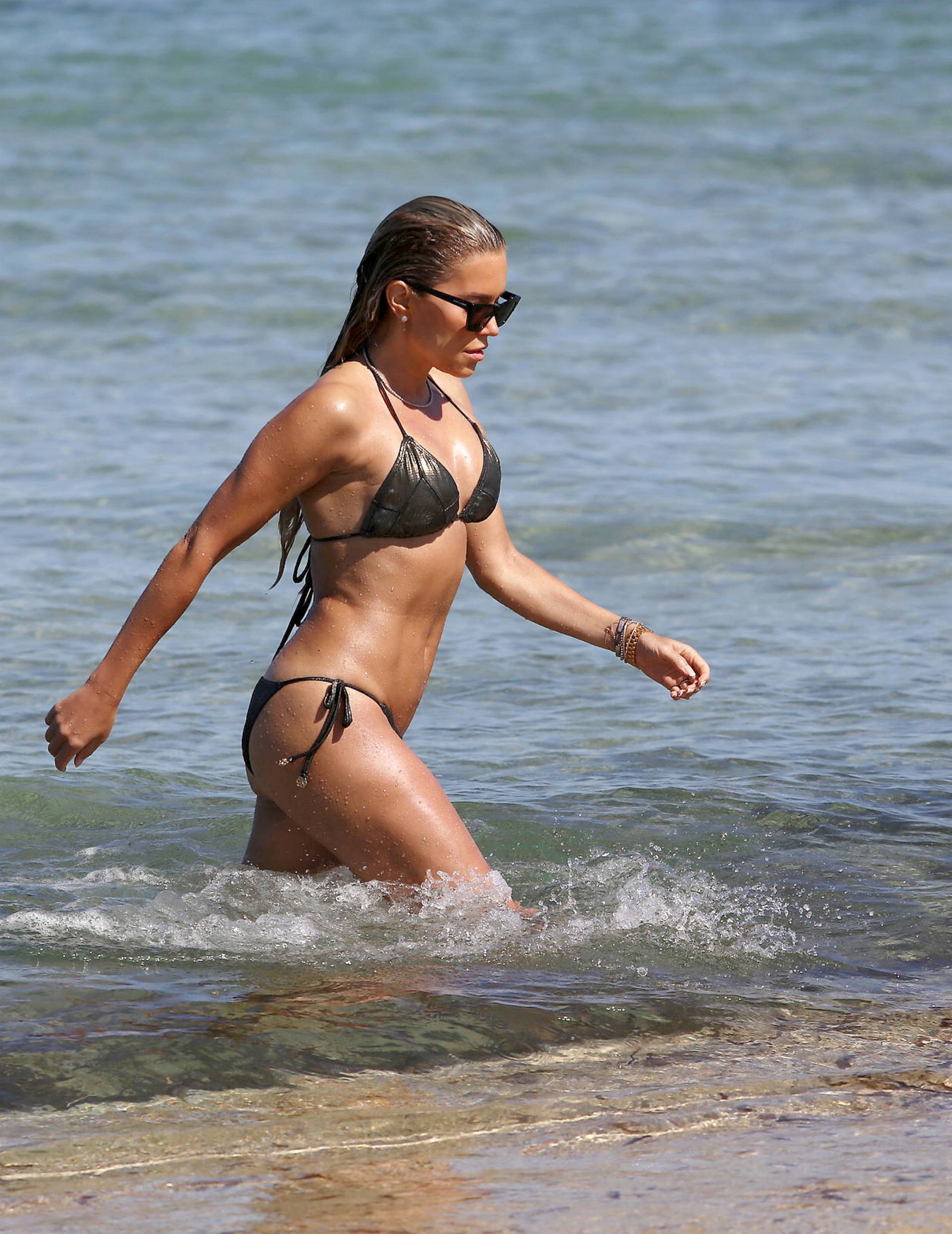 Sylvie Meis – Sexy Boobs In Bikini On The Beach In Saint Tropez 0006