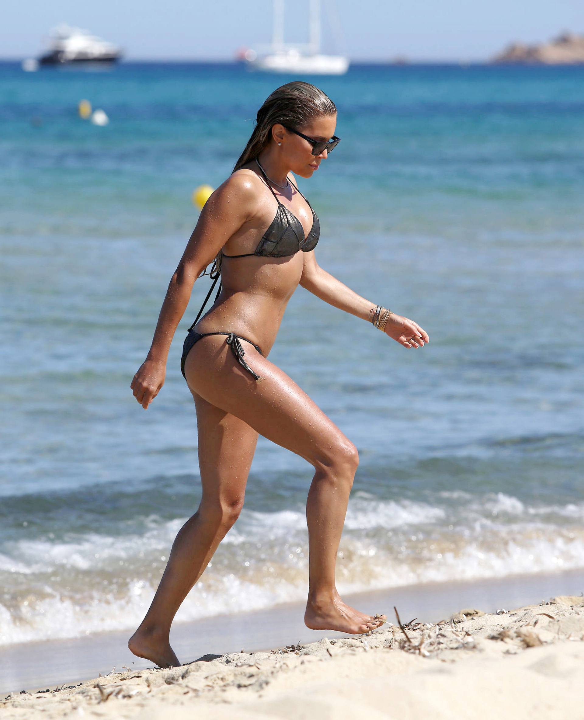 Sylvie Meis – Sexy Boobs In Bikini On The Beach In Saint Tropez 0008