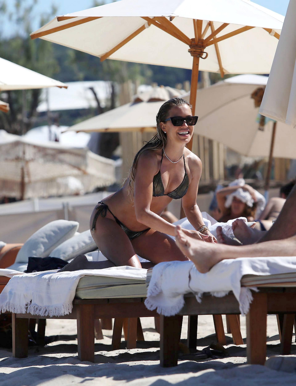 Sylvie Meis – Sexy Boobs In Bikini On The Beach In Saint Tropez 0013