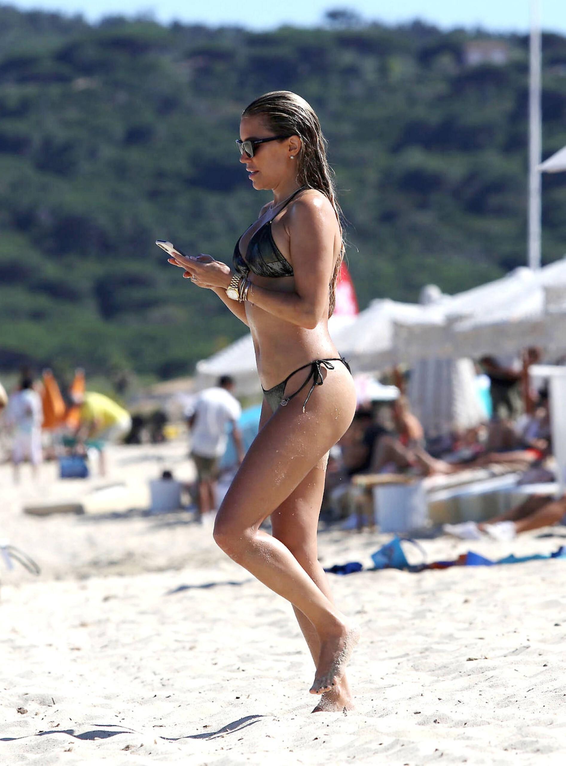 Sylvie Meis – Sexy Boobs In Bikini On The Beach In Saint Tropez 0014