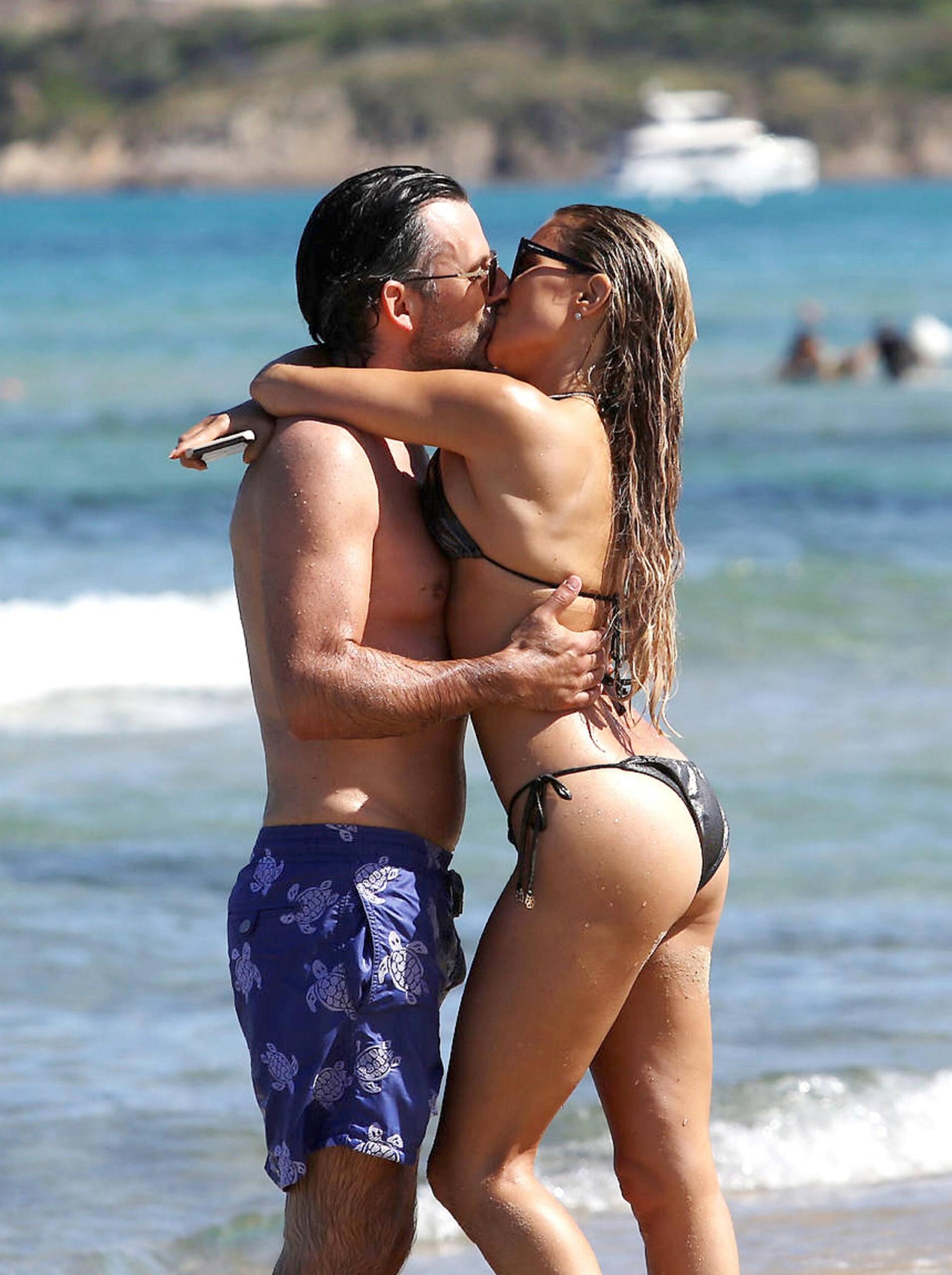 Sylvie Meis – Sexy Boobs In Bikini On The Beach In Saint Tropez 0016