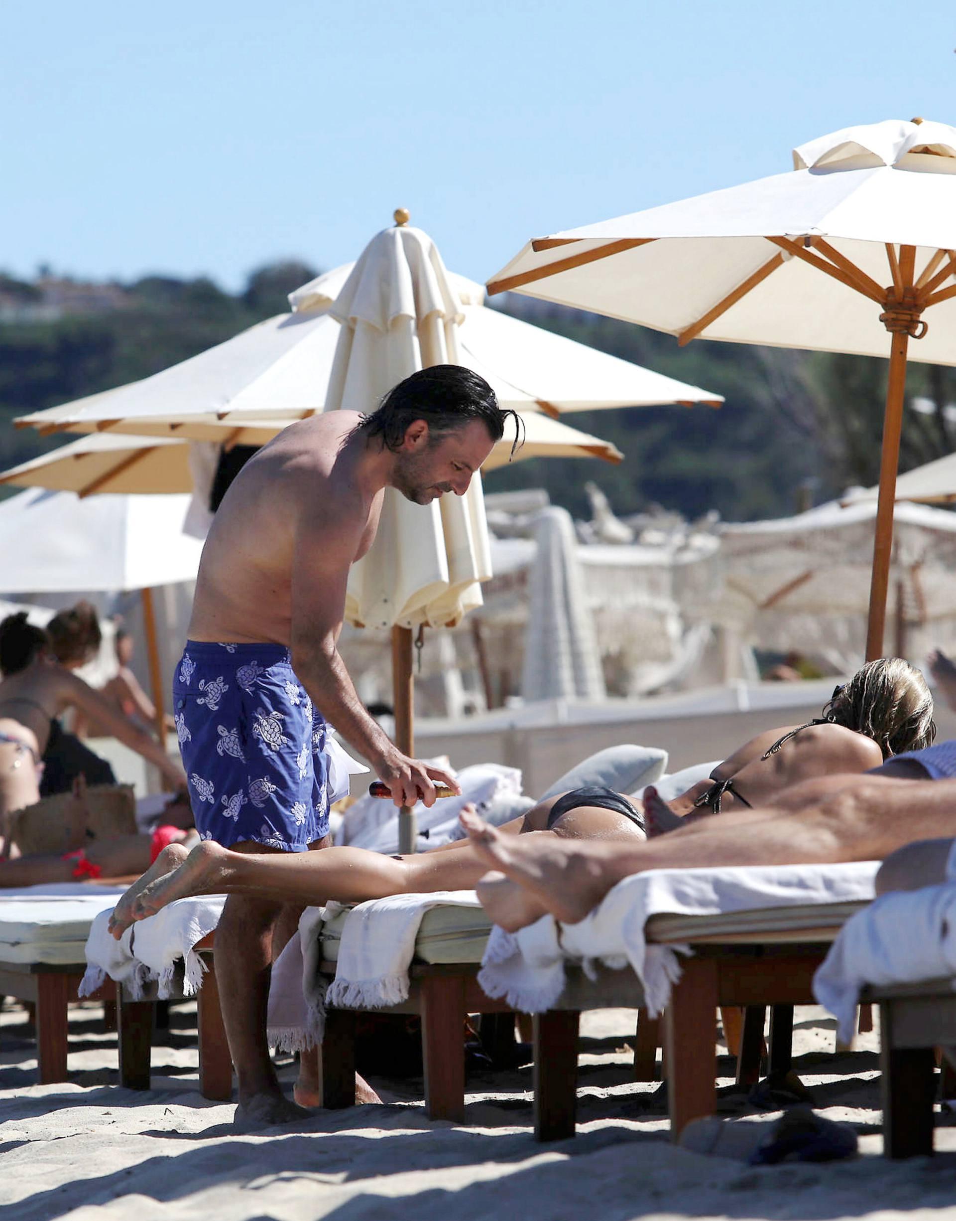 Sylvie Meis – Sexy Boobs In Bikini On The Beach In Saint Tropez 0017