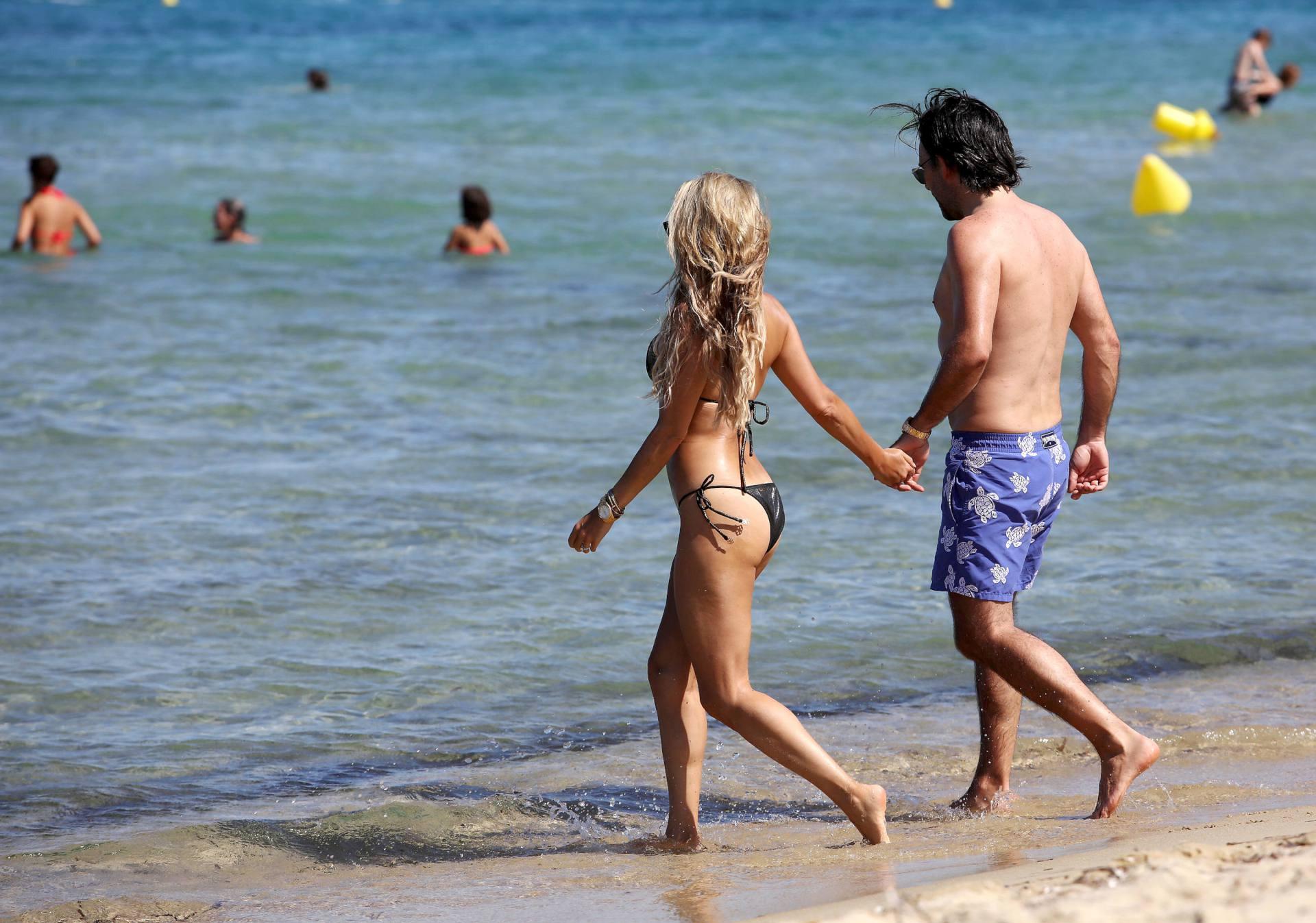 Sylvie Meis – Sexy Boobs In Bikini On The Beach In Saint Tropez 0022