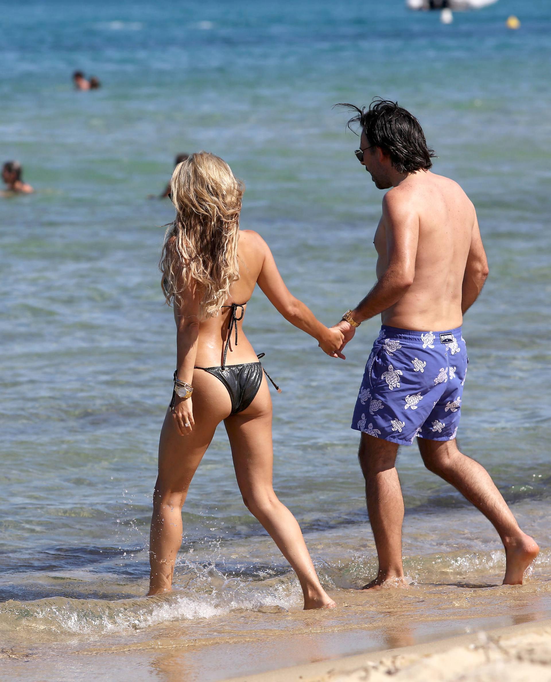 Sylvie Meis – Sexy Boobs In Bikini On The Beach In Saint Tropez 0023