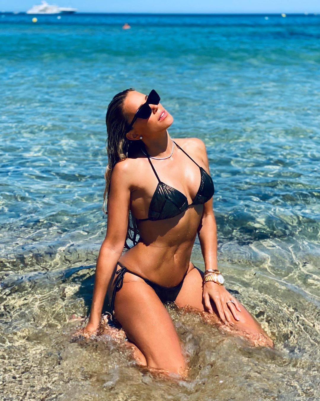 Sylvie Meis – Sexy Boobs In Bikini On The Beach In Saint Tropez 0024