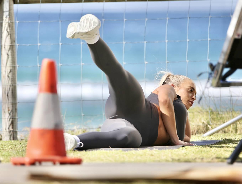 Tammy Hembrow – Hot Toned Body At Fitness App Photoshoot At Mermaid Beach 0001