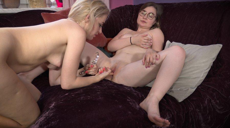Ersties.com Maike & Emily, Beauty In Glass